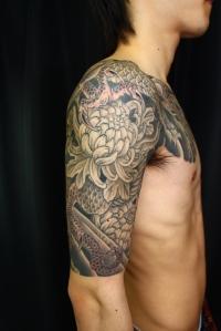 龍に菊 カラス彫りDragon and Chrysanthemums